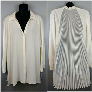 Nwt Lafayette 148 Ny silk top with pleated back
